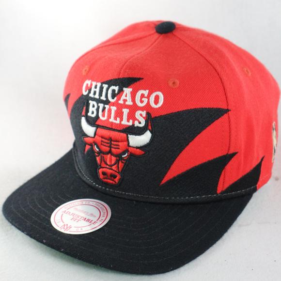 be00e9a018e VTG MITCHELL   NESS Chicago Bulls Alt Snapback Hat.  M 5be5c733d6dc52d7abbc5144